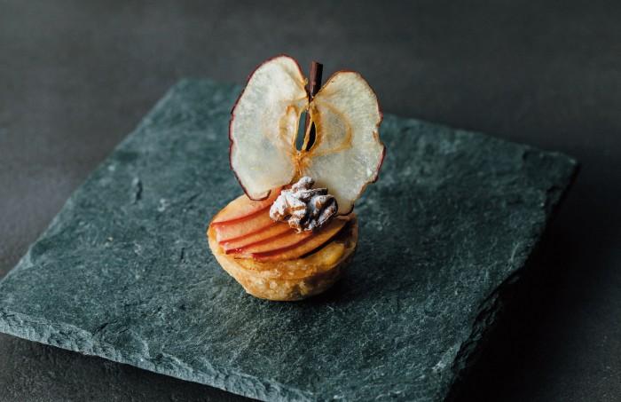 「ただのリンゴ」じゃない! 高級ホテルの極上タルトの衝撃…