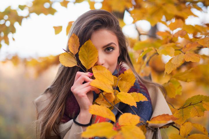 瞼のくぼみを隠す色は…アラフォー向けアイシャドウの意外テク