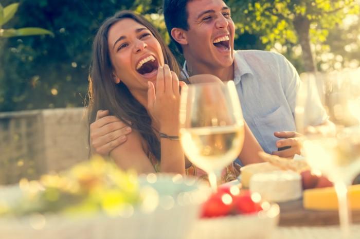 方言はヤバい…男性が一瞬で恋に落ちてしまう女性のほろ酔い姿3選