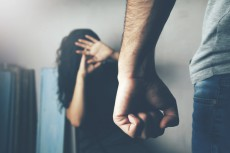 「頭からバケツの水を…」|幸せそうなフリはもうやめよう♡みんなの離婚理由を直撃ッ vol4.