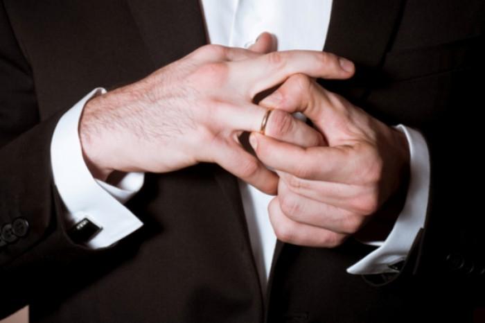ムッツリ下心の表れ…!? 「結婚指輪をつけない男」の本当の理由3つ