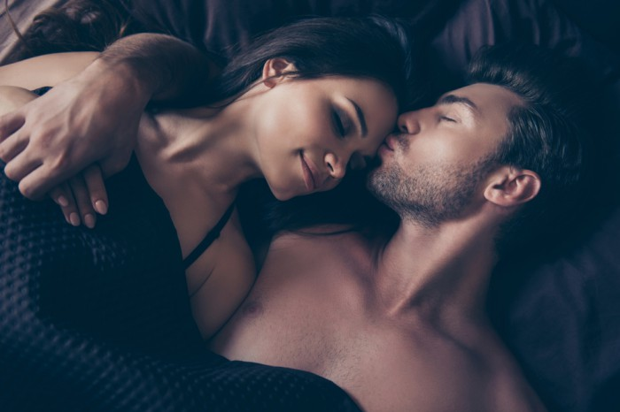 男が嫌う!お泊りデート「寝る時プチ化粧」3選男ウケ最悪!モテを遠ざけるダメダメ美容#26