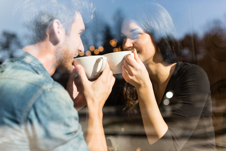 意外と知らないマナー… 紅茶を飲むとき。ソーサーは持つのが正解? #12