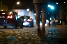 背後に何か感じる…夜の帰り道で絶対にしちゃだめなコト