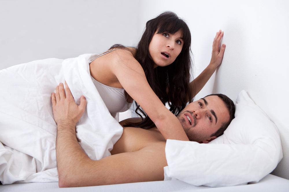 ベッドで彼と親友が…本当にあった「悲惨な浮気現場」3選