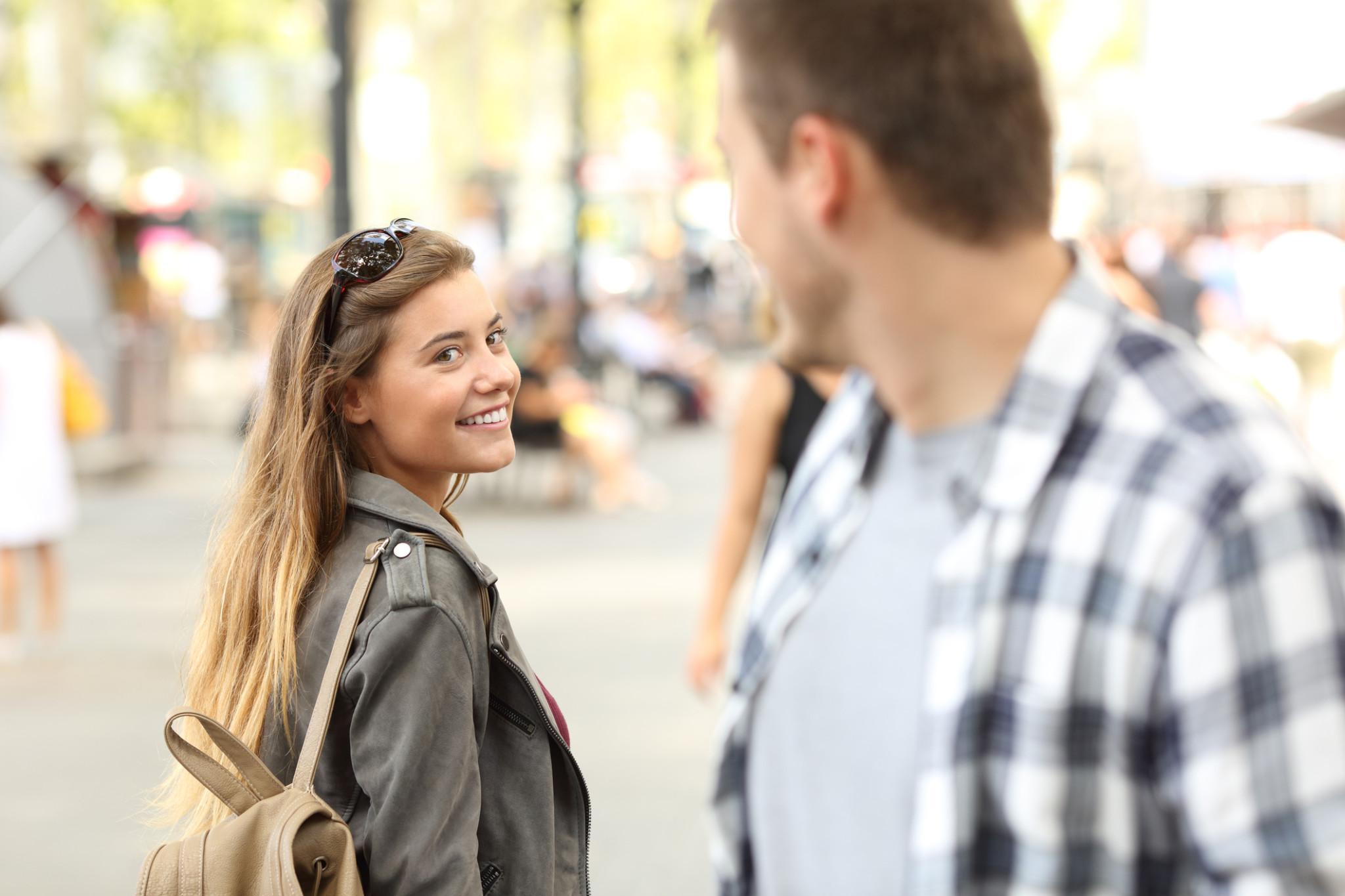 容姿じゃない!…男が「見惚れてしまう」女性の特徴4選