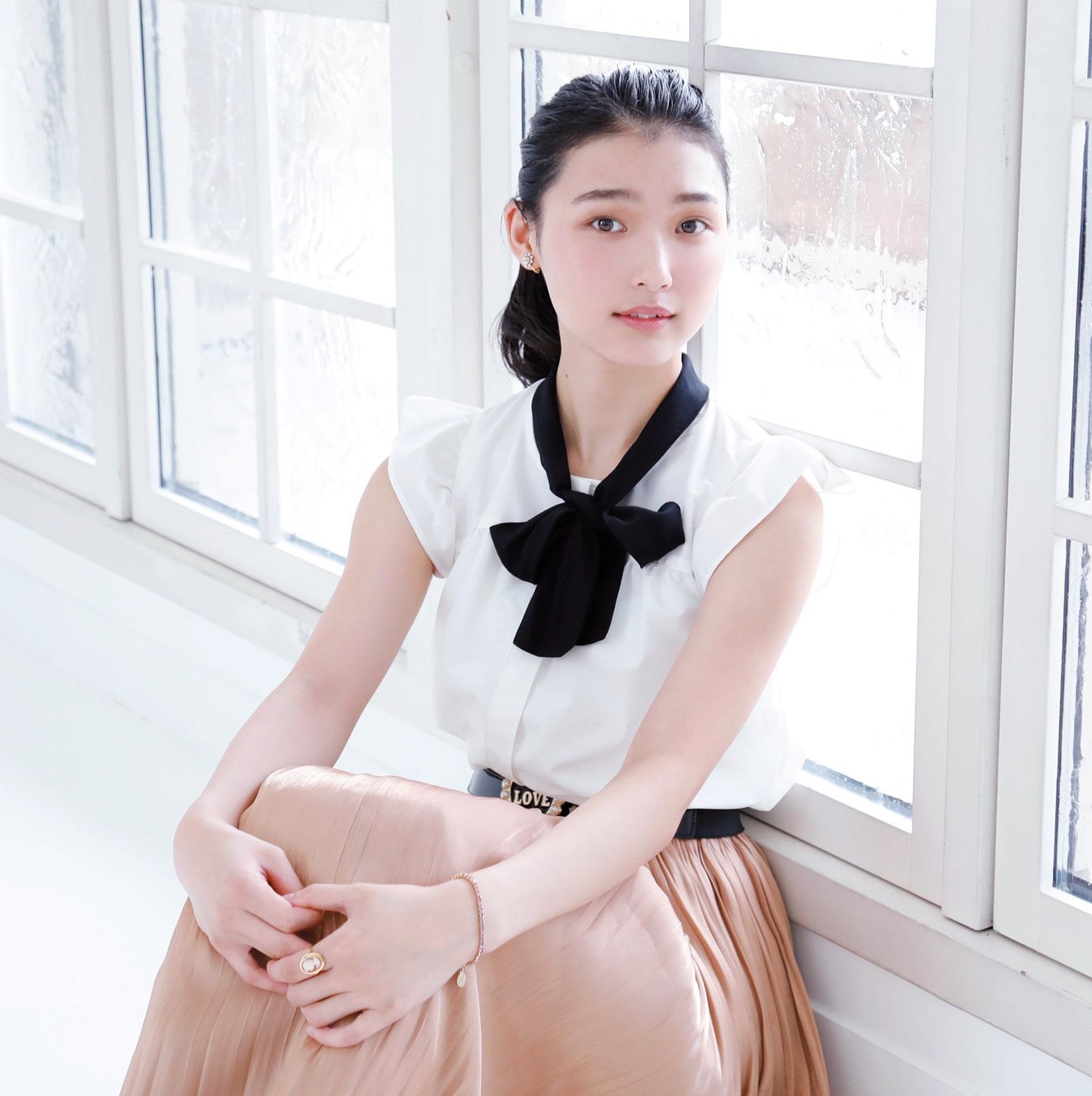 『ガラスの仮面』にドハマり 女優・菊地玲那は宝塚も好きすぎて…