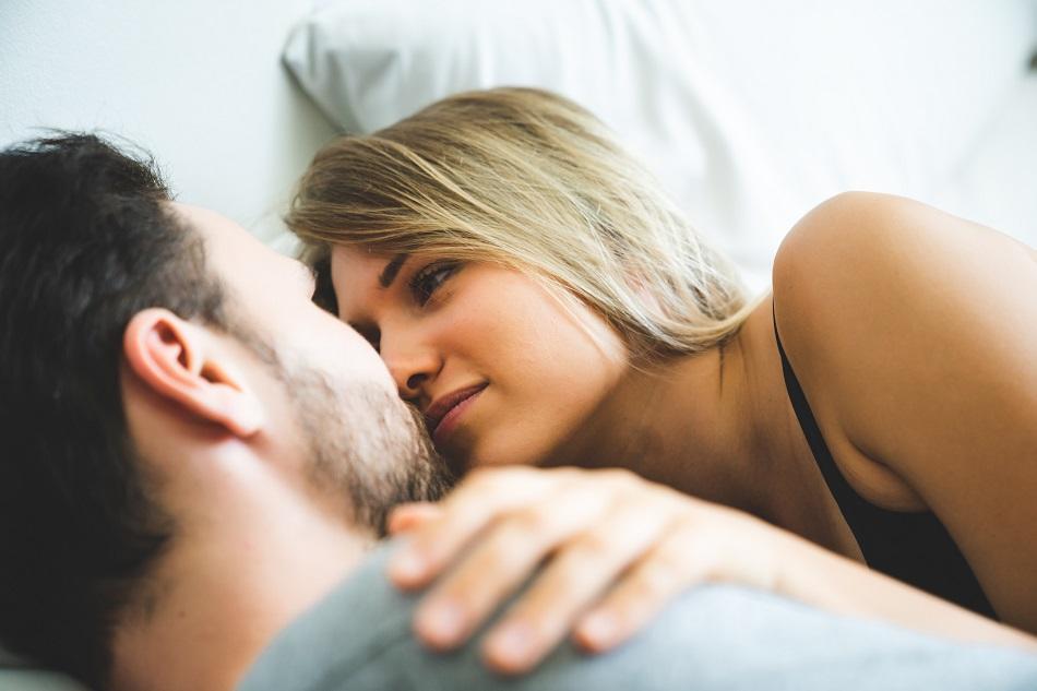 あなたはどっち派? 男女の交際「長期間ひとり」or「短期間で複数」