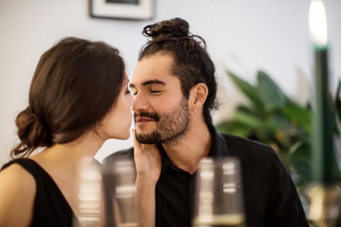 あえての放置プレイ…♡ 「好きバレしてる彼」をデートに誘う方法4つ