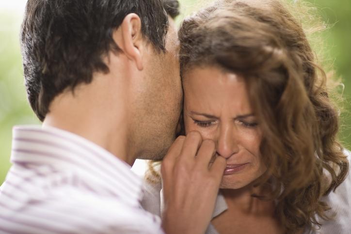 涙をこらえる姿にキュン♡ 男が「彼女を守りたくなった」瞬間4選