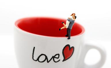 仕事中の飲み物で「恋愛相性」が判明!気になるカレはコーヒー派?緑茶派?
