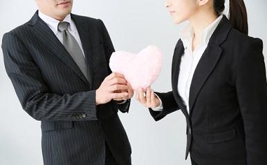 社内恋愛、これだけは気をつけて!経験者の失敗に学ぶ注意点&続けるコツ