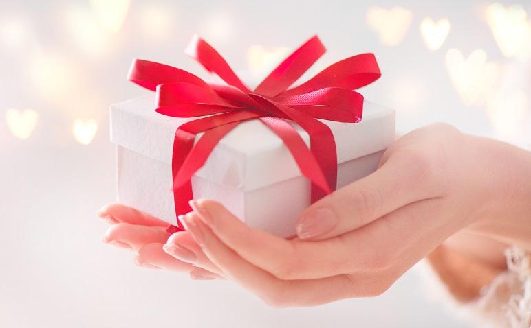 片思いの彼への誕生日プレゼント!重い女と思われず、喜ばれる秘訣は?