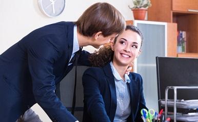 社内結婚カップルは同じ職場で働ける?40~50代はアリ派77%、20代の意見は?