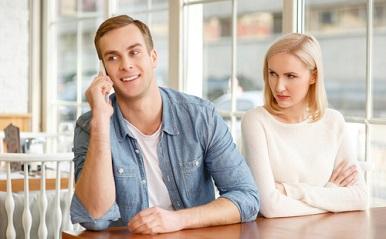 嫉妬心は相手の〇〇を破壊する?「二人だけの世界」に潜む危険性を解説!