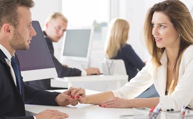 既婚上司と一線を越えた体験談…社内不倫のきっかけは?バレた理由は?