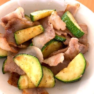 今が旬のズッキーニ×豚肉の炒め物を食べて、夏バテを吹き飛ばそう!
