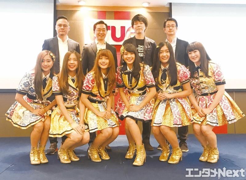 記者会見に登場したBNK48。前列左からMiori(大久保美織)、Pun、Music、Cherprang、Jennis、Izurina(伊豆田莉奈) (C)TOKYO IDOL FESTIVAL 2018