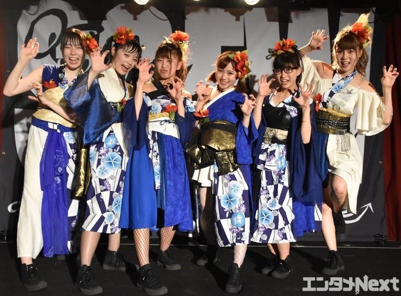左からYUNA、RUNA、EON、MAINA、ANNA、MANA。