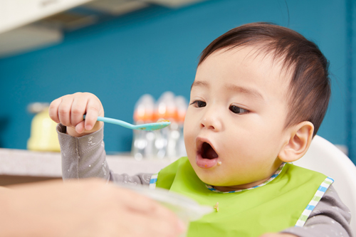 約9割のママが頭を悩ませている…赤ちゃんの食事事情