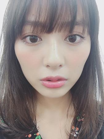 """内田理央、""""透明感""""のあるドアップ写真にファン反響!"""
