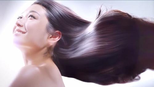 """""""髪""""に自信ない女性が8割も…驚きのヘアケア事情"""