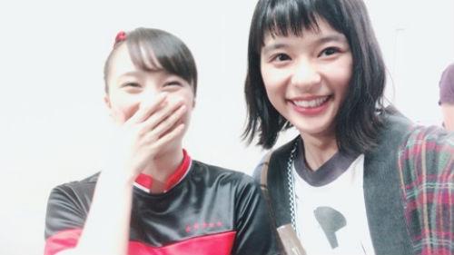 """芳根京子、ももクロ百田夏菜子と""""顔交換""""写真公開!"""