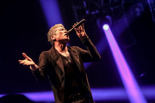 吉川晃司、武道館公演で声帯ポリープ手術をファンに報告