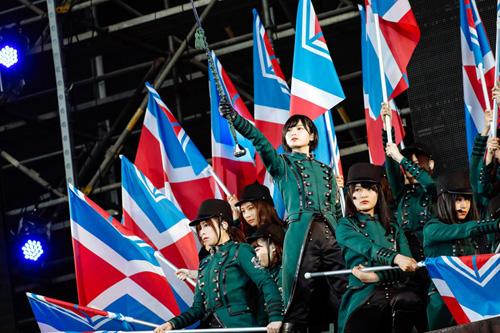 欅坂46、野外初ワンマンライブ2Daysにファン熱狂!