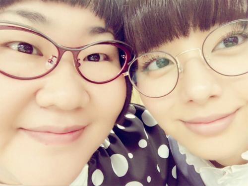 安藤なつ&新川優愛、ドアップ眼鏡2ショットに絶賛!