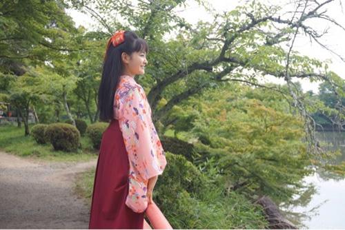 葵わかな、「わろてんか」劇中衣装でピースショット