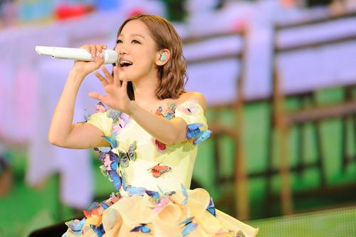 西野カナ、自身初ドームツアー初日公演でサプライズ発表