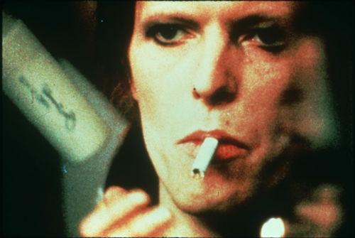 デヴィッド・ボウイがライブ映画で一夜限り蘇る!