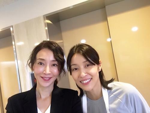 稲森いずみ&水野美紀、自撮り2ショットにファン称賛!