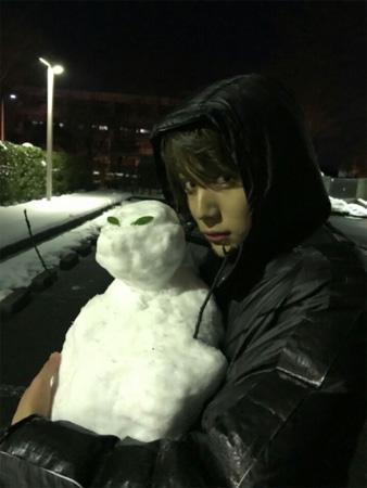 中川大志の雪だるま抱っこ写真にファン歓喜!