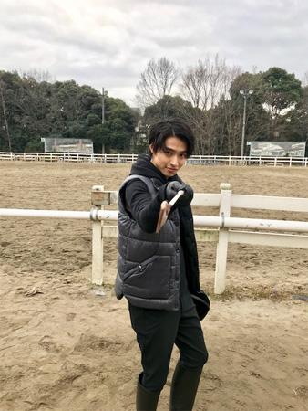 山﨑賢人、朝早くてもカッコイイ決めポーズにファン興奮