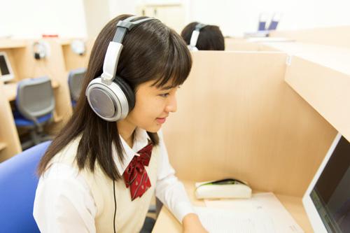 SNSにYouTube、勉強も…イマドキの高校生は「忙しい」!?