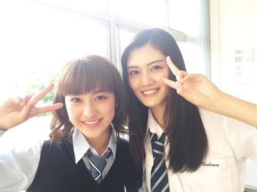 平祐奈、水谷果穂と制服姿の2ショットがまぶしすぎる!