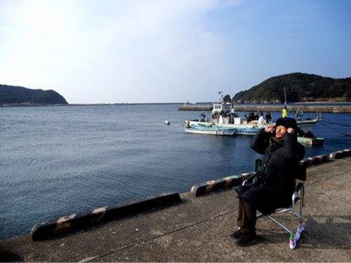 稲垣吾郎の日向ぼっこ写真にファンほのぼの