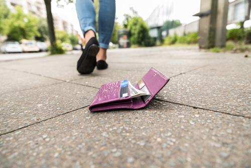 驚愕! 30歳までに財布を落としたことのある人は…92%