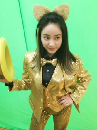 平祐奈、うさ耳&金色ピカマジシャン姿に「可愛い!」