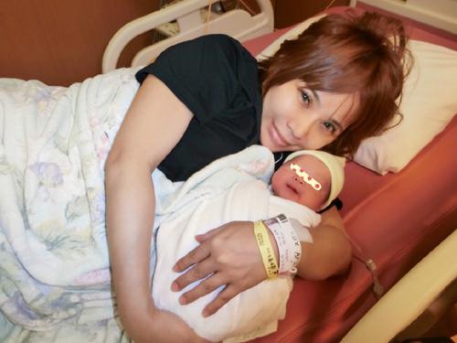 浜田ブリトニー、第一子女児出産をブログで報告