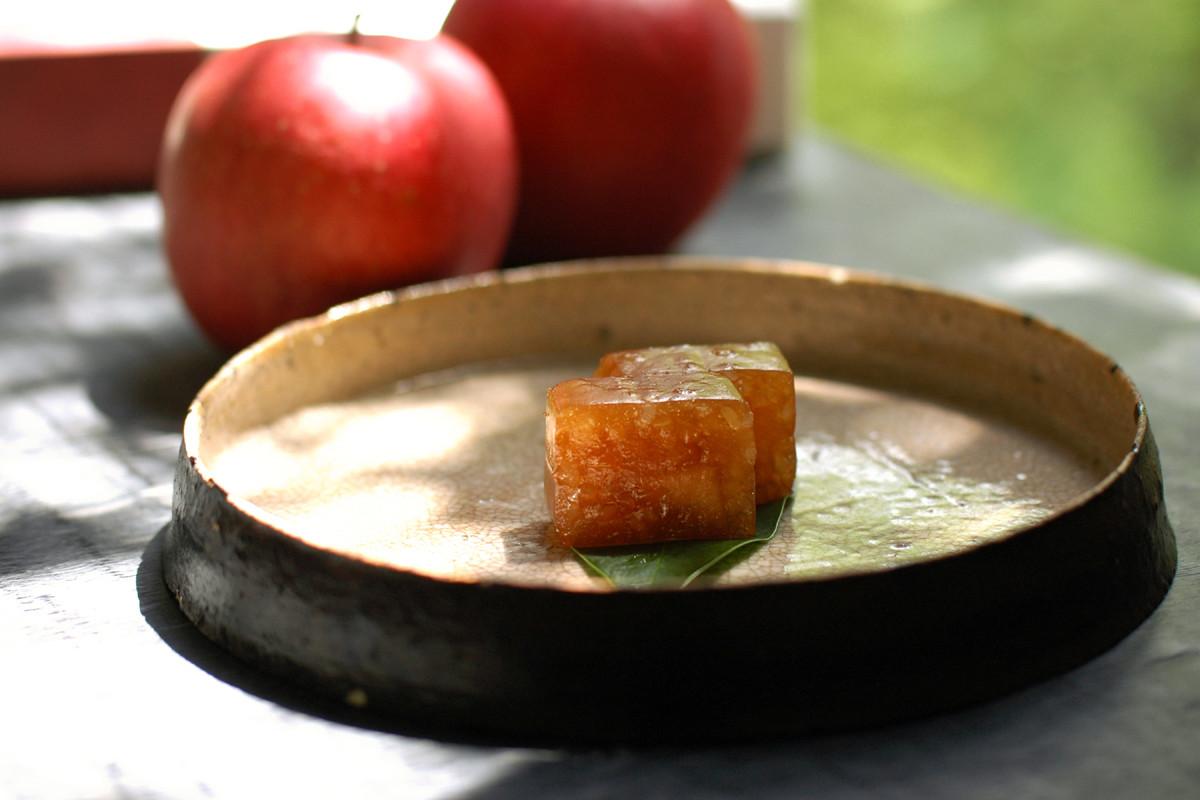 季節限定「林檎とニッキの道明寺羹」