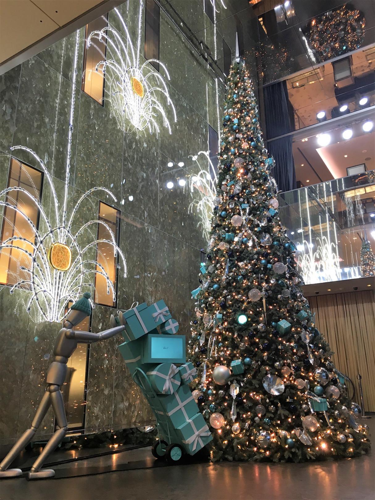 ティファニー(TIFFANY & CO.)、ニューヨーク五番街の本店にホリデー ショーウィンドウを展開。