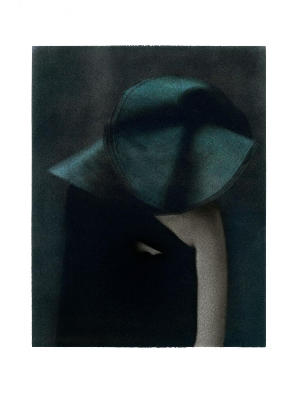 シャネル・ネクサス・ホールにて、女性写真家サラ ムーンの個展「D'un jour à l'autre 巡りゆく日々」が開催