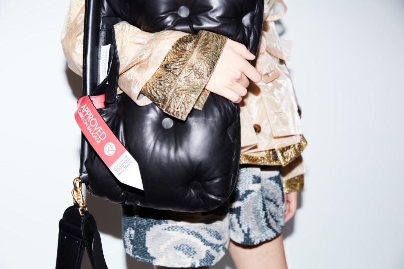 メゾン マルジェラ(Maison Margiela)が新アイコンバッグ「グラム スラム(Glam Slam)」を発表