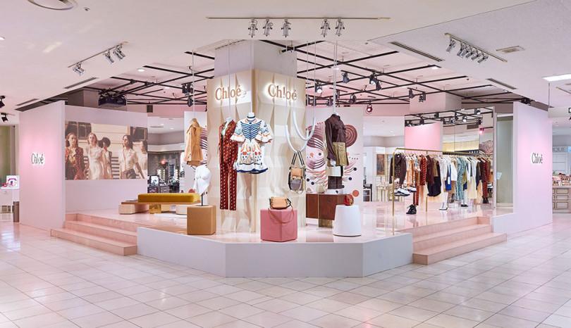 ナターシャ・ラムゼイ=レヴィの最新コレクションが並ぶ店内
