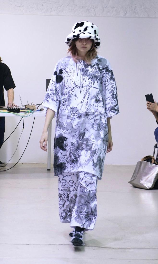 イクミ(IKUMI)が2018-19年秋冬コレクションを発表した。