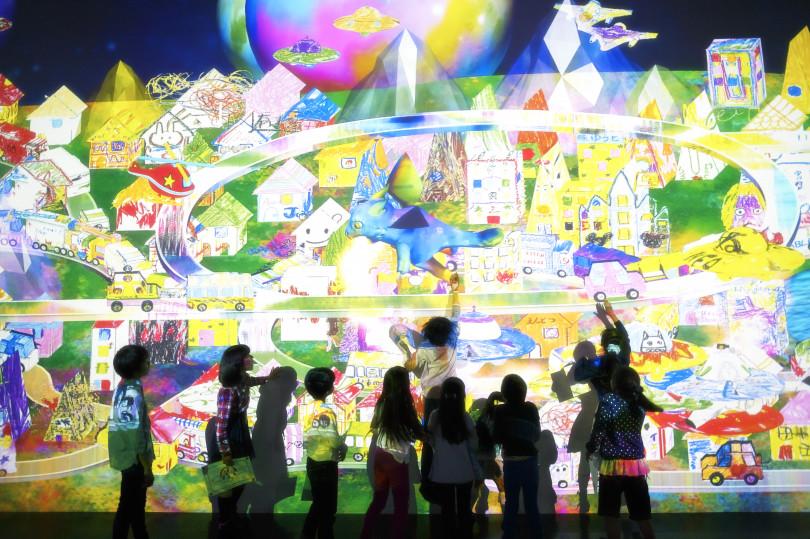 お絵かきタウン / Sketch Town teamLab, 2014-, Interactive Digital Installation, Sound: Hideaki Takahashi, teamLab