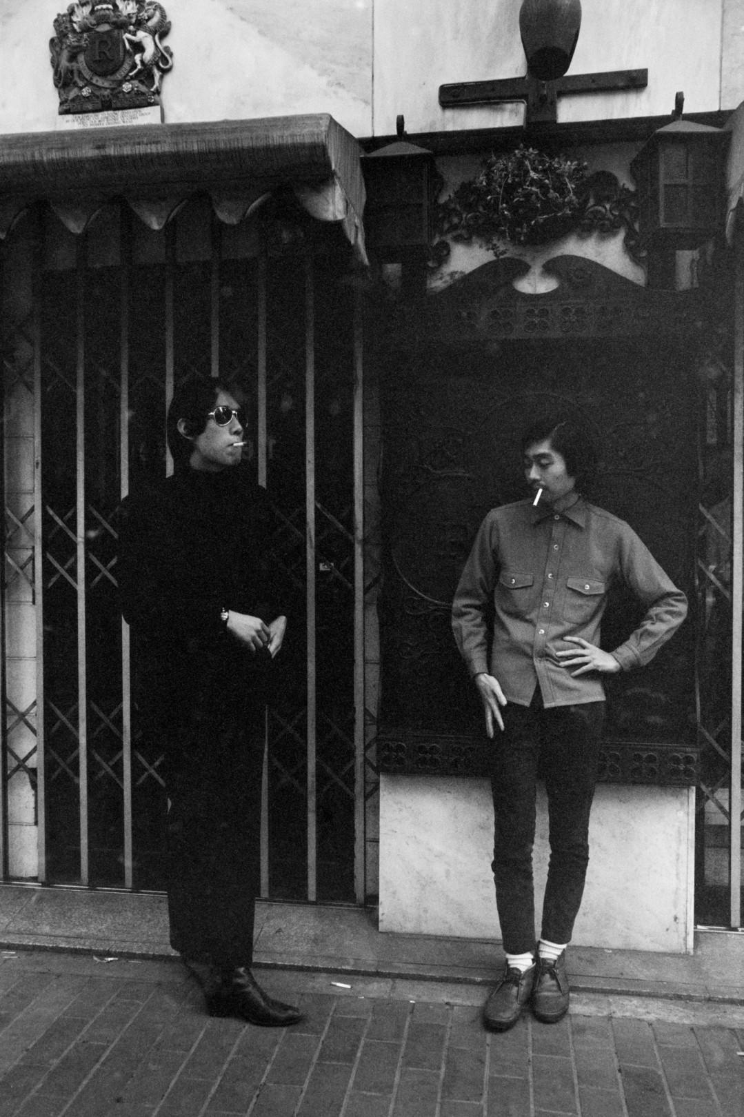 BIOTOP 2店舗で写真家・野上眞宏の写真展「BLUE: Tokyo 1968-1972」が開催